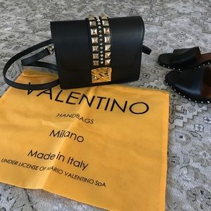 🆕🌿Absolutely stunning Valentino cross-body purse